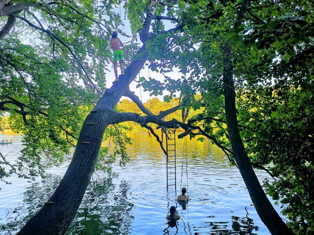 Pauza pe malul lacului